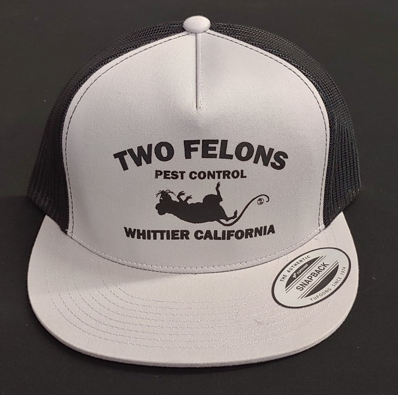 "Image of Two Felons ""Pest Control"" V2 Trucker (silver/bk)"