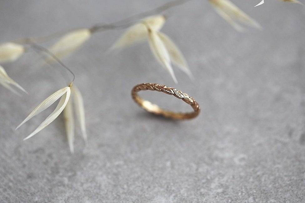 Image of 18ct rose gold 2mm laurel leaf carved ring