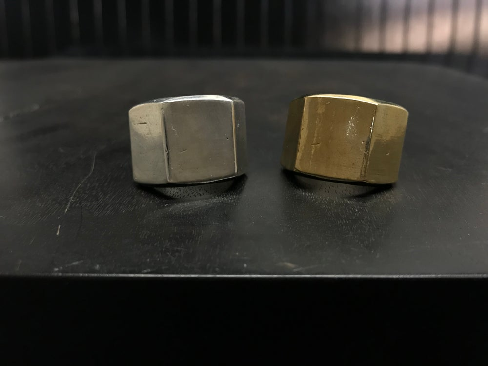 Image of CLASS SIGNET RING