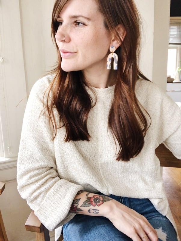 Image of ecru + granit arc earrings