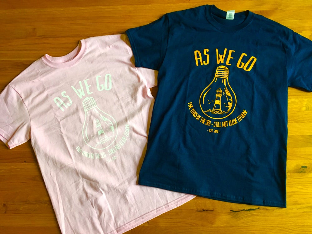 "Image of T-Shirt ""Five Years By the Sea"" - navy / light pink"
