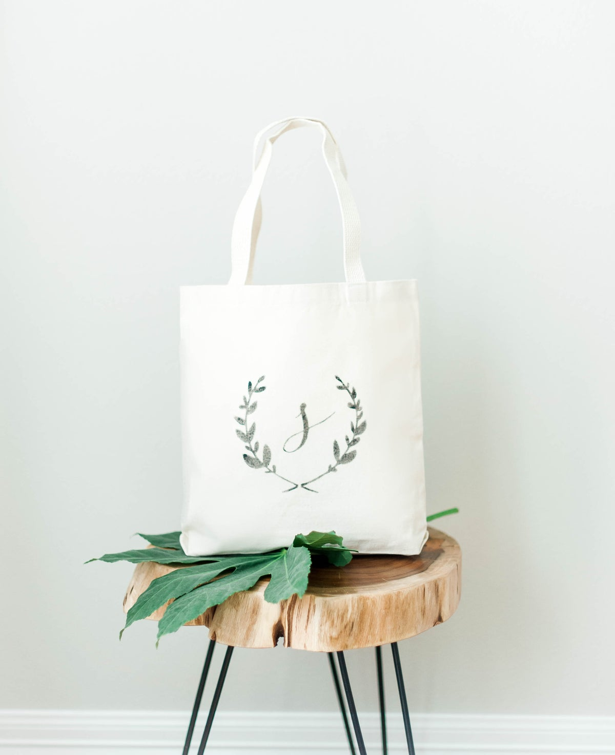 LAUREL WREATH MONOGRAM MEDIUM TOTE