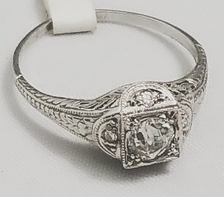 Image of Estate Art Deco diamond Ring