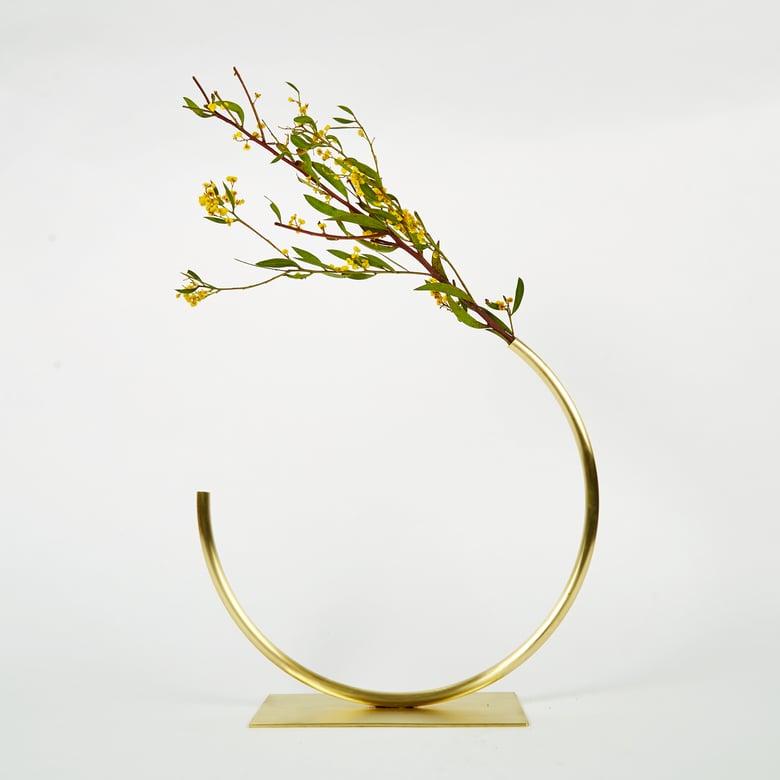 Image of Vase 702 - Edging Over Vase