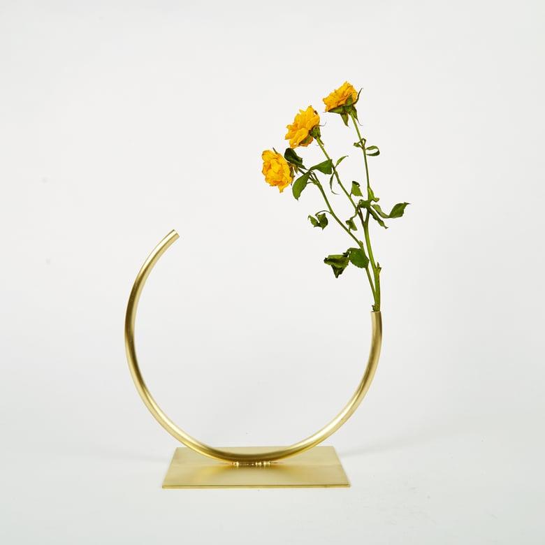 Image of Vase 704 - Edging Over Vase