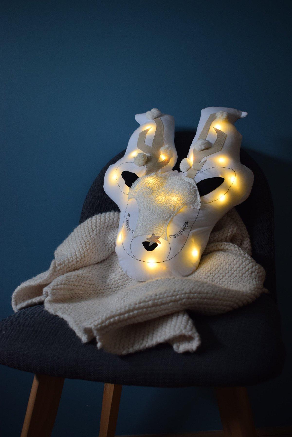 Image of GABRIEL - Cerf lumineux dentelle et écru mixte  / Lace Lighting Deer