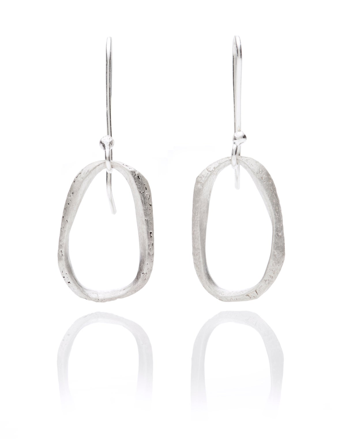 Texture hanging oval earrings