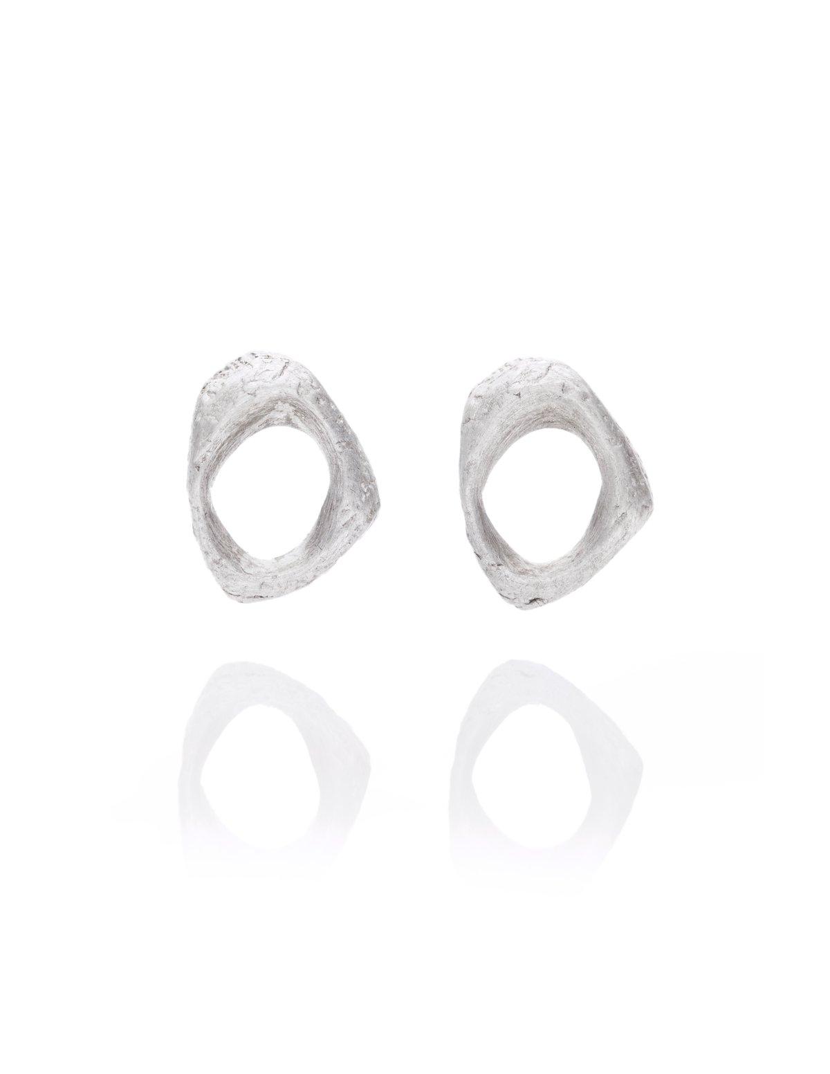 Texture stud earrings