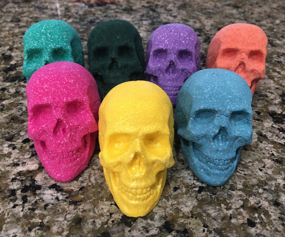 Image of Foaming 3D Skull Shaped Bath Bombs