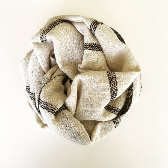 Image of TRIBAL GRID THROW - IVORY/BROWN