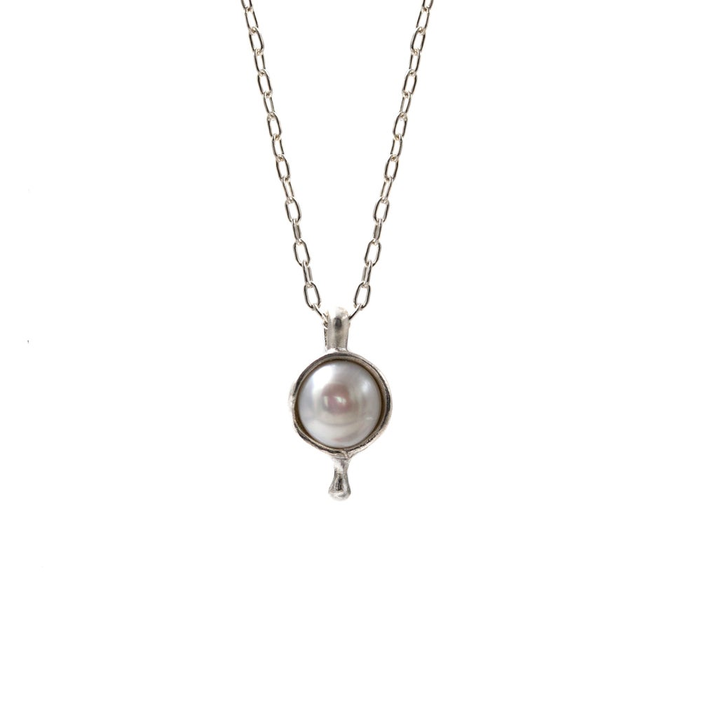 Image of PEARL FLUX NECKLACE