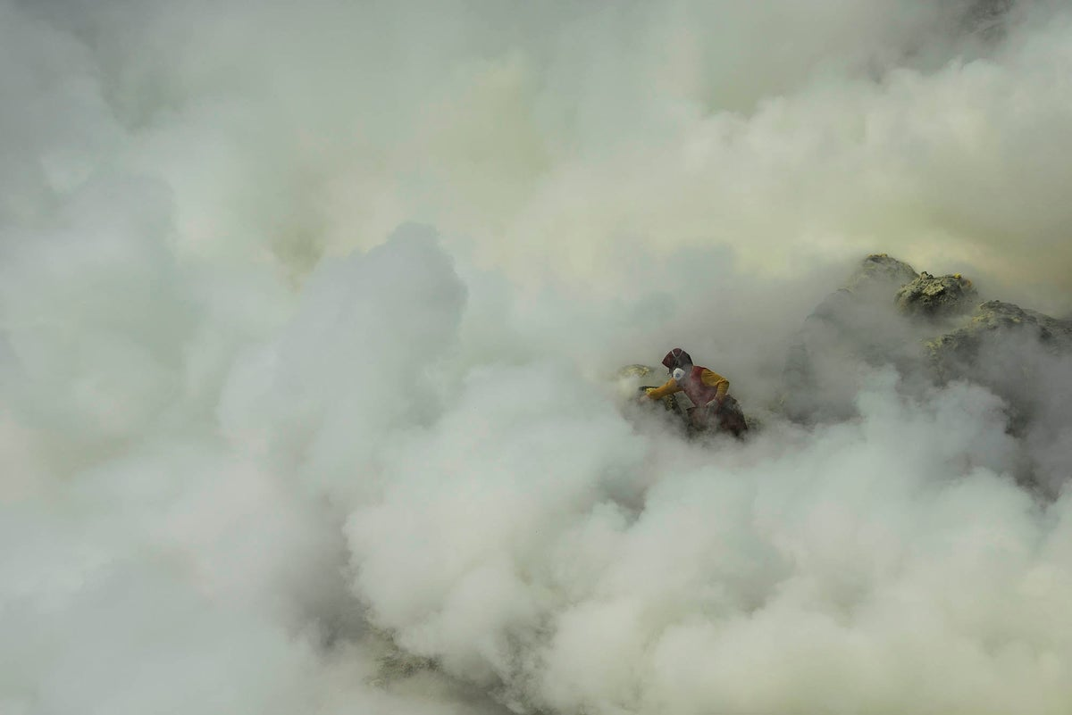 Image of In the cloud of sulfur