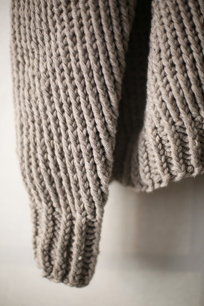 Image of KNIT#40 NATURAL GREY YAK WOOL BY JAN-JAN VAN ESSCHE