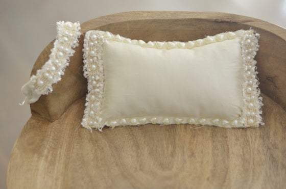 Image of Pretty in pearls pillow set