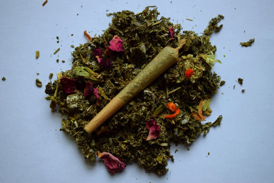 Image of La Luna | a pre-rolled herbal blend for a woman's moon