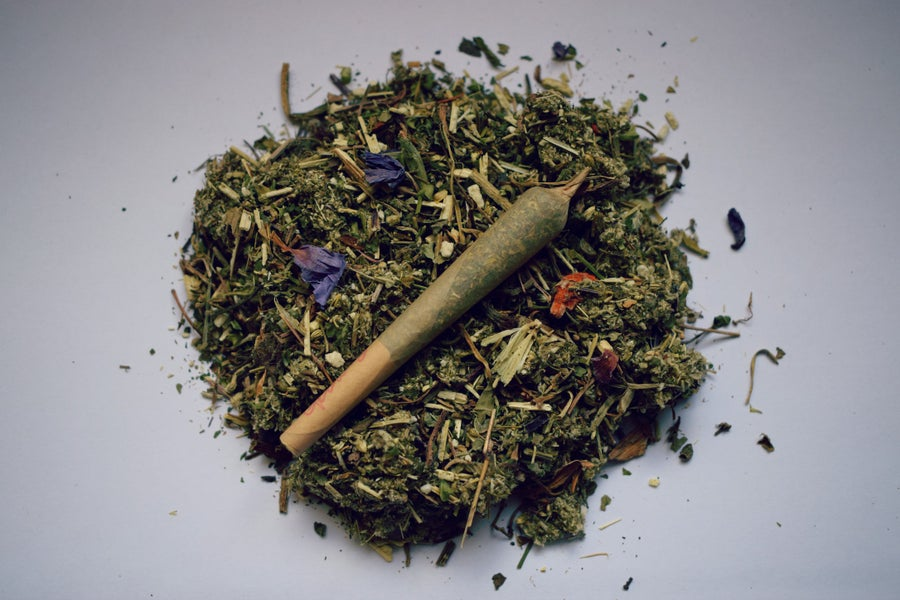 Image of LIFT | a pre-rolled herbal blend for the overactive mind