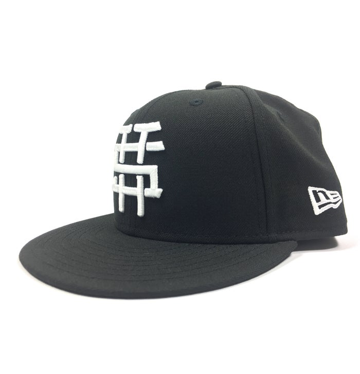 "Image of 2520 X NEW ERA  MONOGRAM LOGO ""T5T"" 59FIFTY FITTED - BLACK/WHITE"