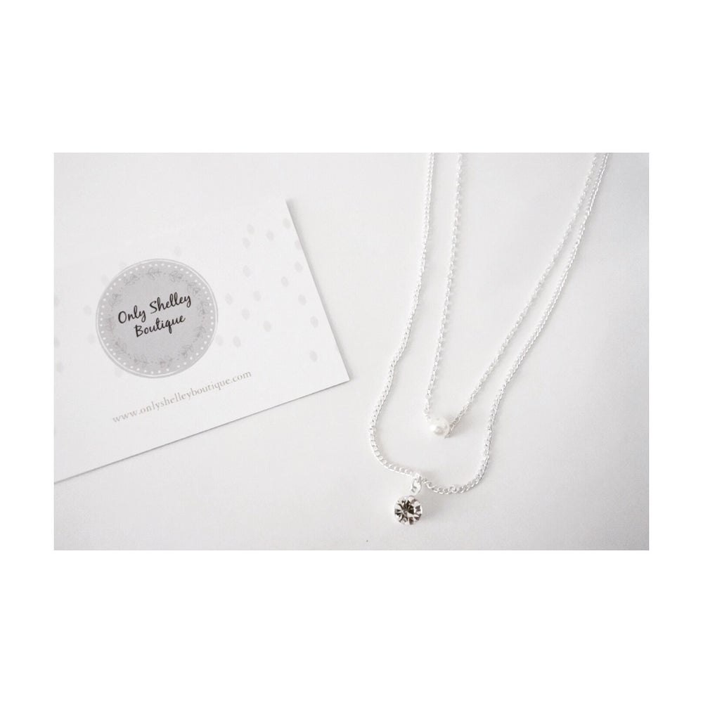 Image of Faux Pearl Pendant Layered Necklace (Silver / Gold)