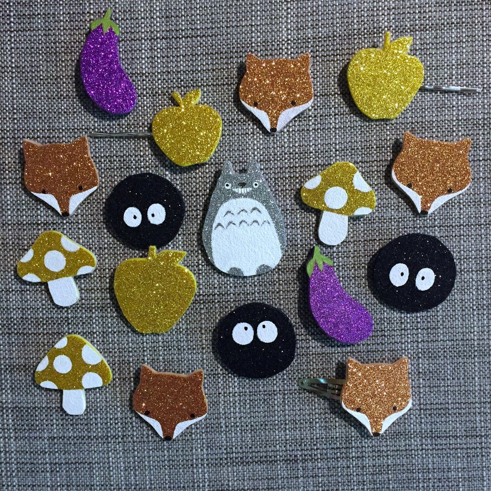 Image of woodsy glitter brooches & clips // october 2018
