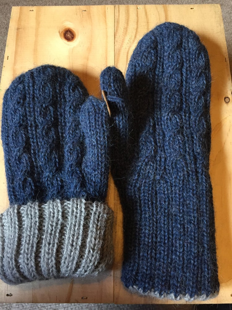 Image of Trenza Reversible Mittens