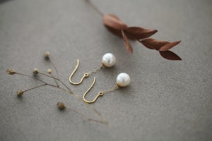 Image of *NEW* Freshwater pearl drop earrings