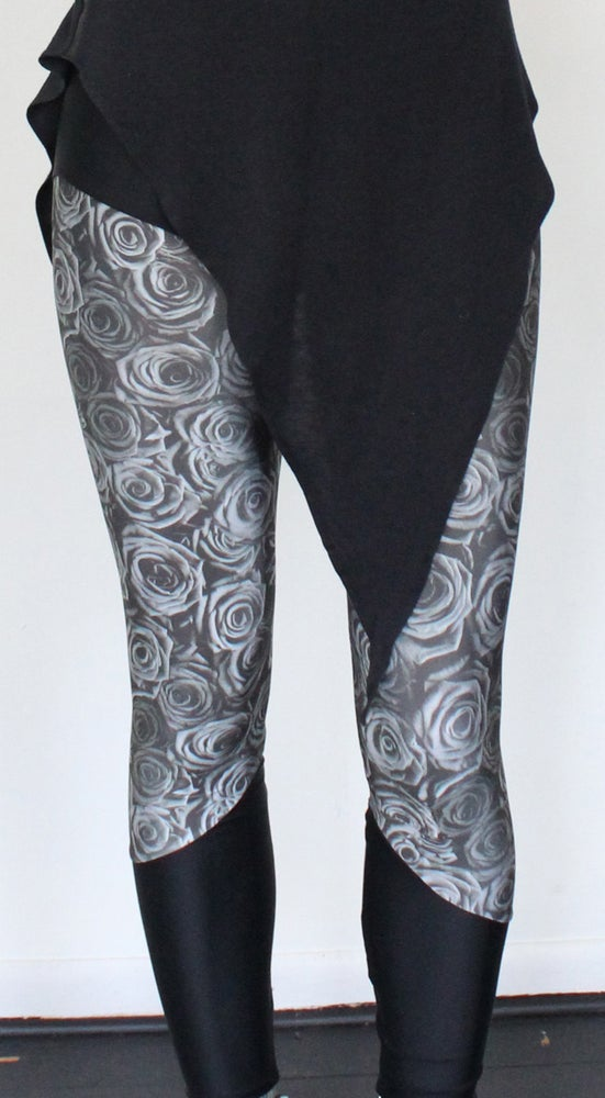 Image of Gray Roses Leggings