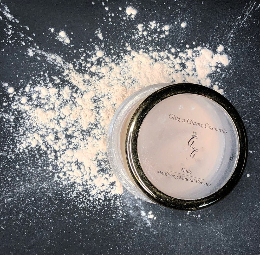 "Image of ""Nude"" Mattifying Powder"