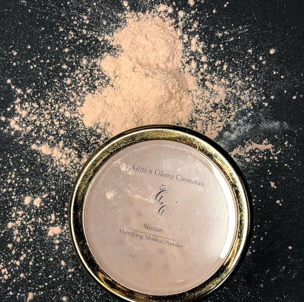 "Image of ""Suntan"" Mattifying Powder"