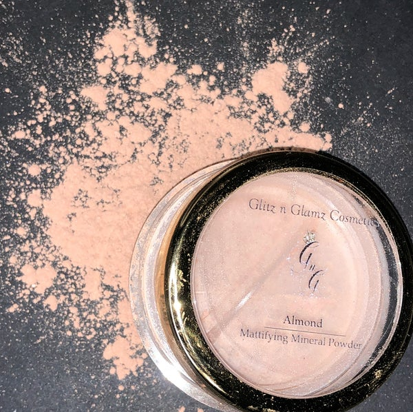 "Image of ""Almond"" Mattifying Powder"