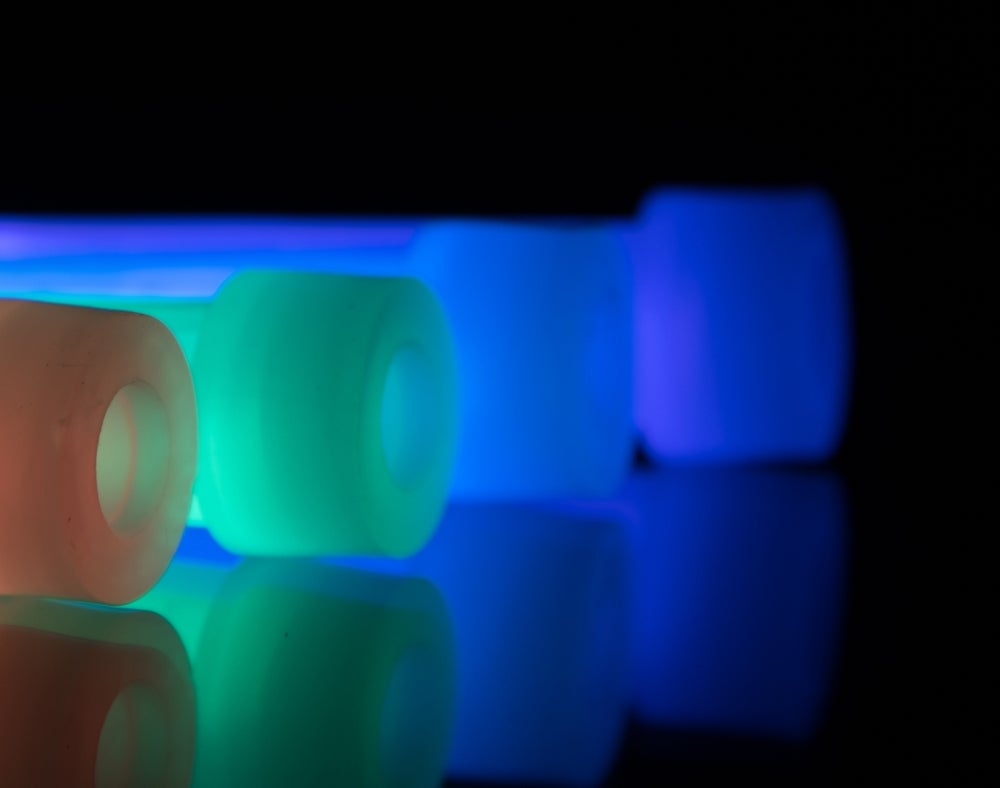 Image of <strong>Clip-on Glow Sticks 1/5/10 Packs</strong> - for safety at night or to signal in emergencies