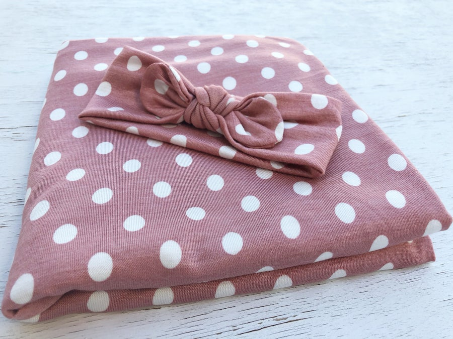 """Image of *NEW Pink Polka Swaddle Set 30""""x30""""  0-12 months"""