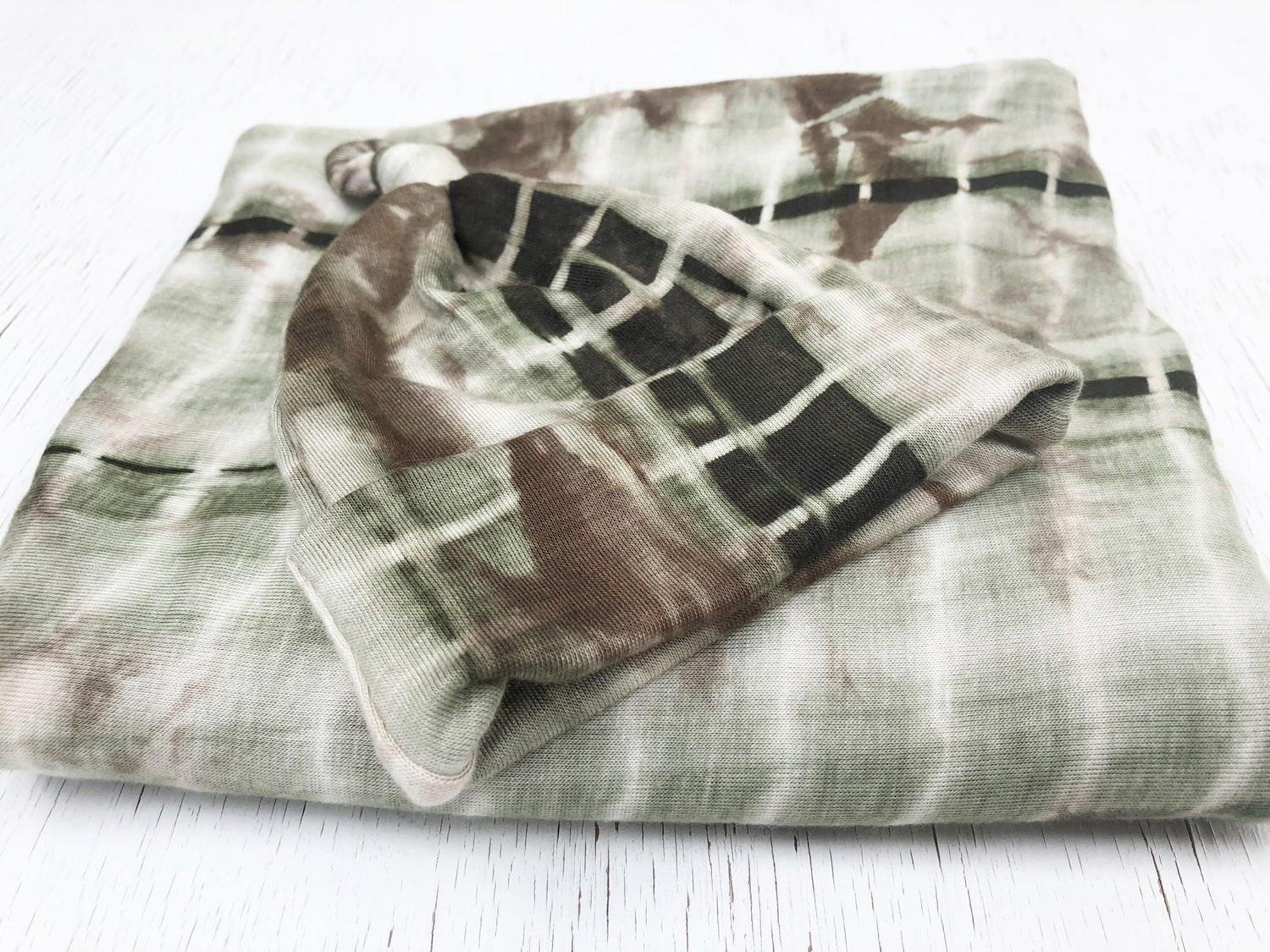 "Image of *NEW Green Tie Dye Swaddle Set 30""x30"" 0-12 months"