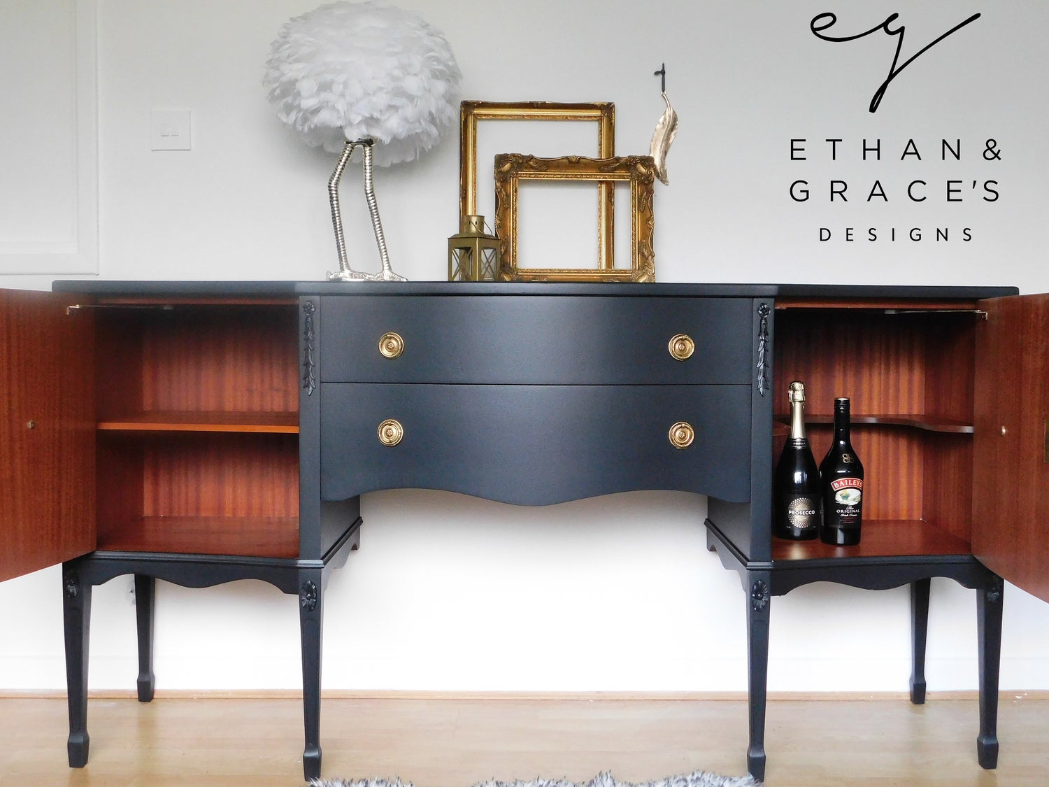 Image of A black sideboard with 2 working keys