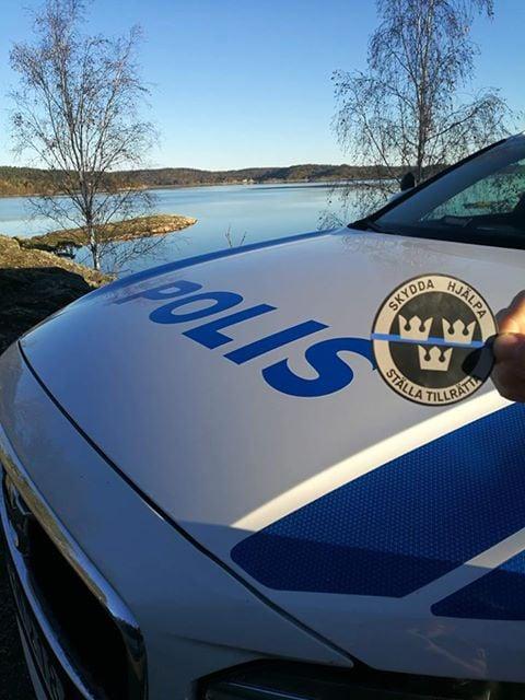 Image of SKYDDA, HJÄLPA, STÄLLA TILLRÄTTA - Magnet