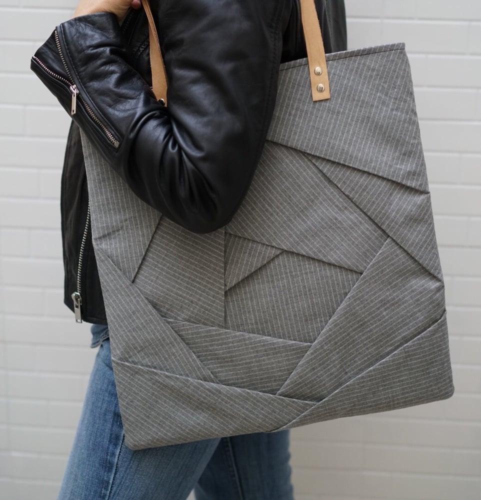Image of Origami totebag variante gessato grigio chiaro