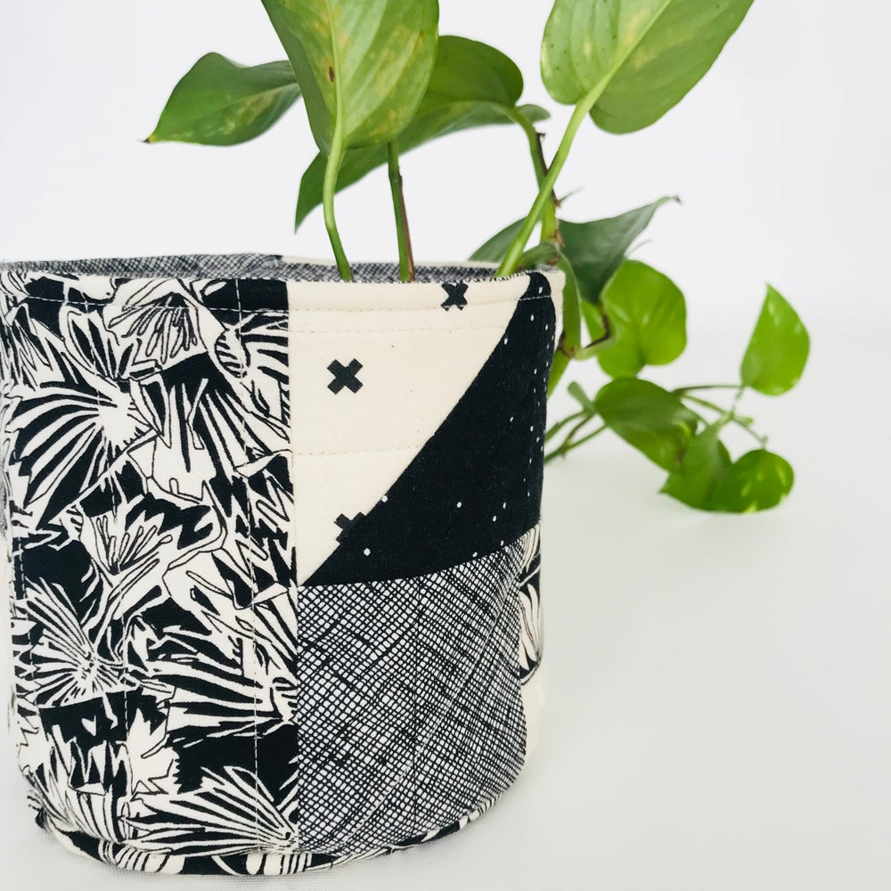 Image of Quilted Pot Plant Cover Pattern