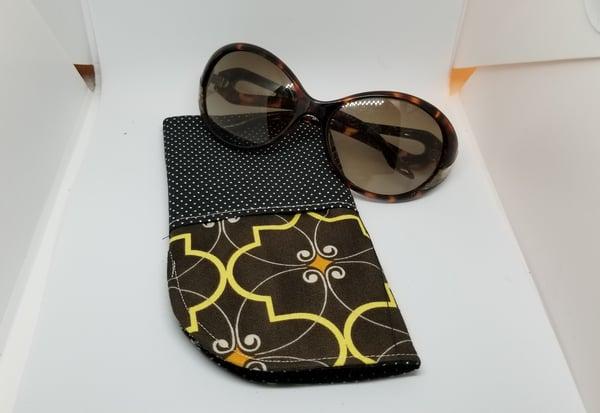 Image of Black/ brown eye glass case