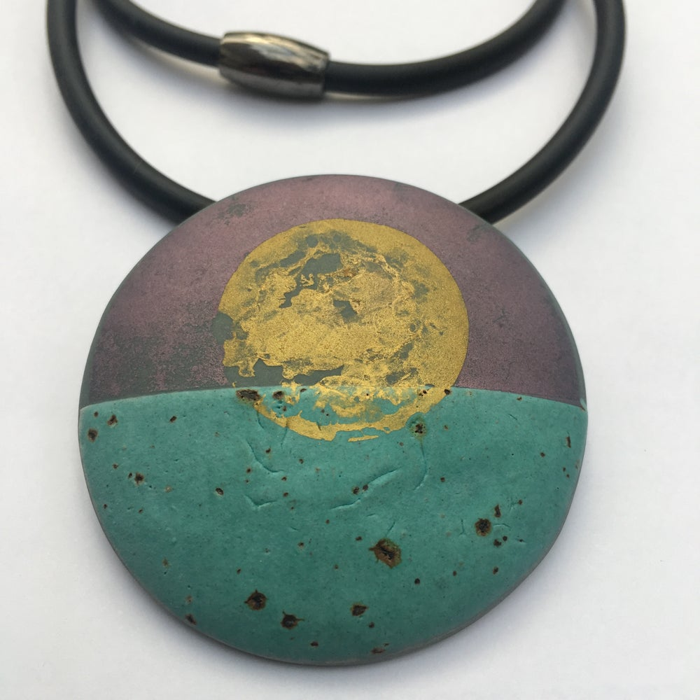 Image of Grey Circle Pendant Turquoise/Gold