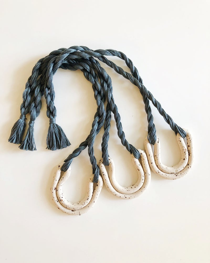 Image of Speckled ecru + dusty blue double arc necklace