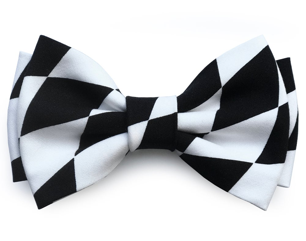 Image of Black & White Graphic pre-tied bow tie