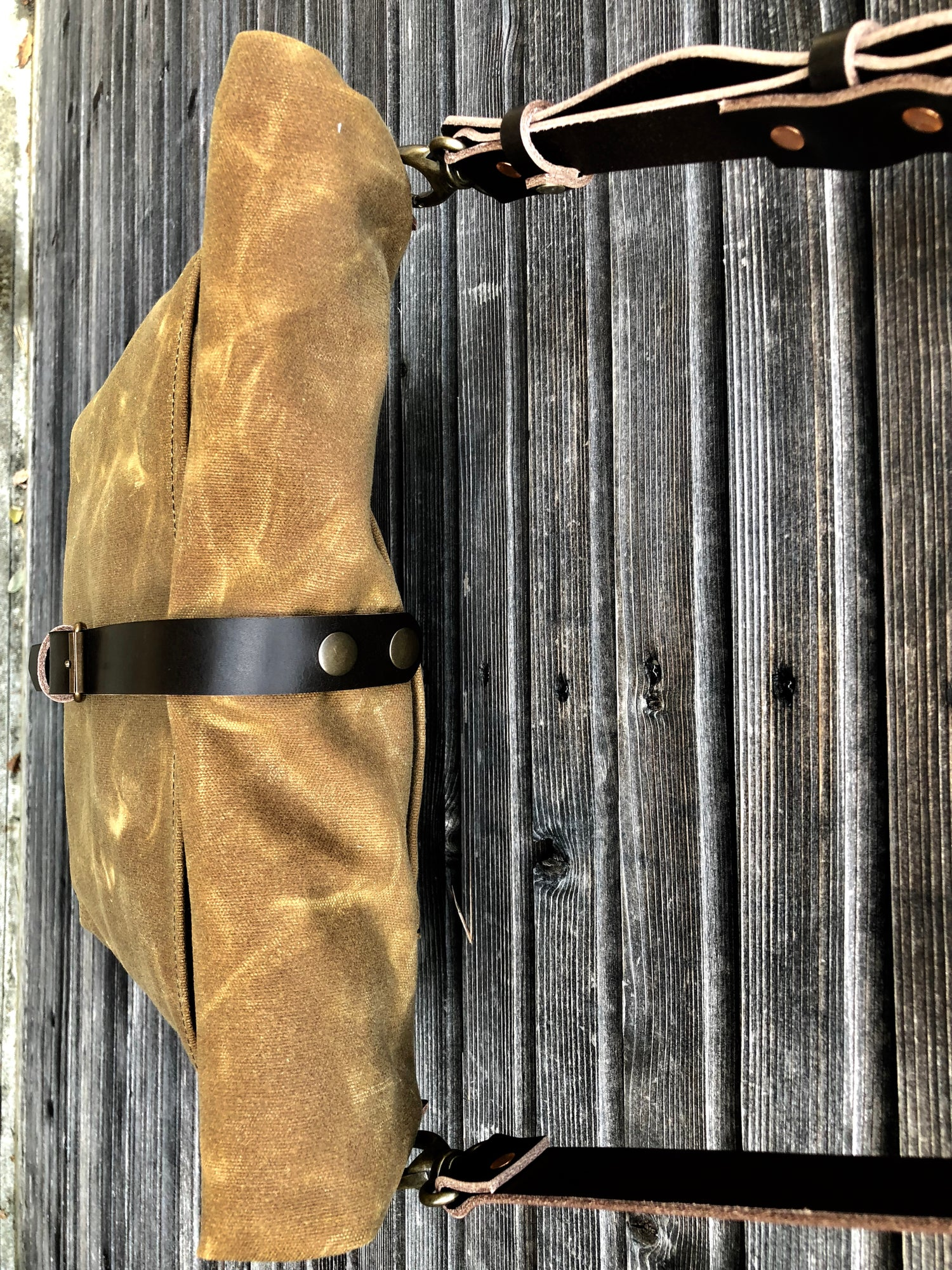 Image of Waxed canvas messenger bag / musette with leather shoulder strap and double waxed padded bottom