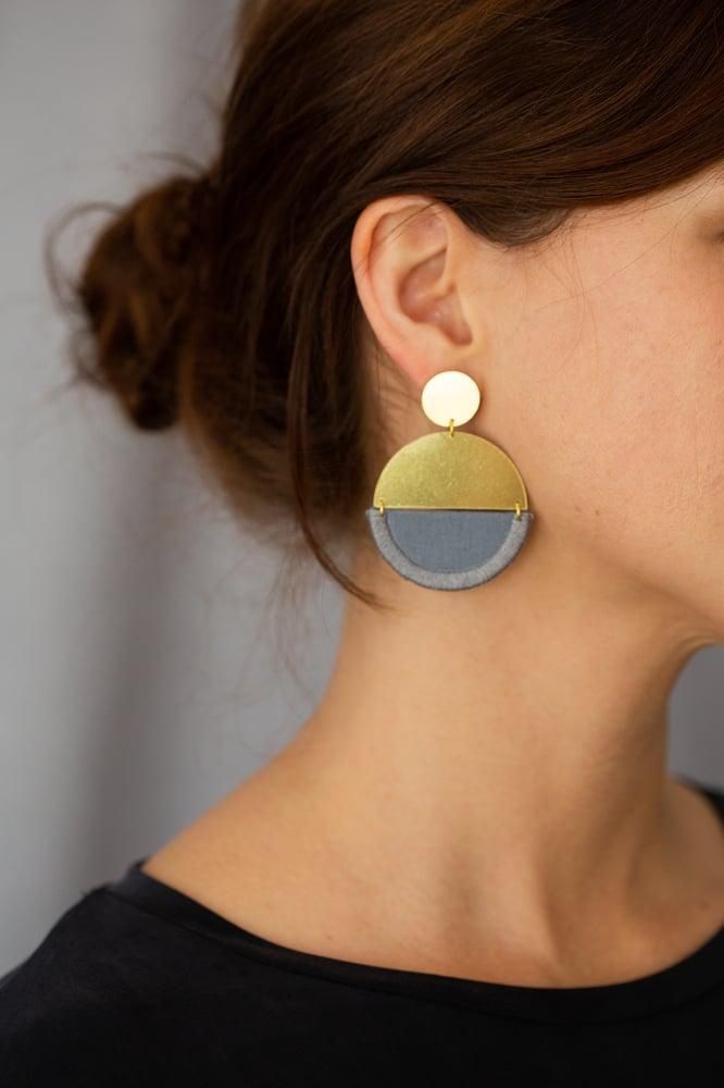 Image of LUNA earrings round in Grey