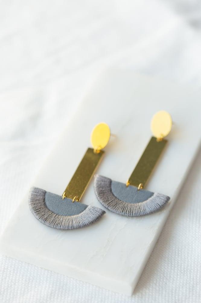 Image of LUNA earrings drop in Grey