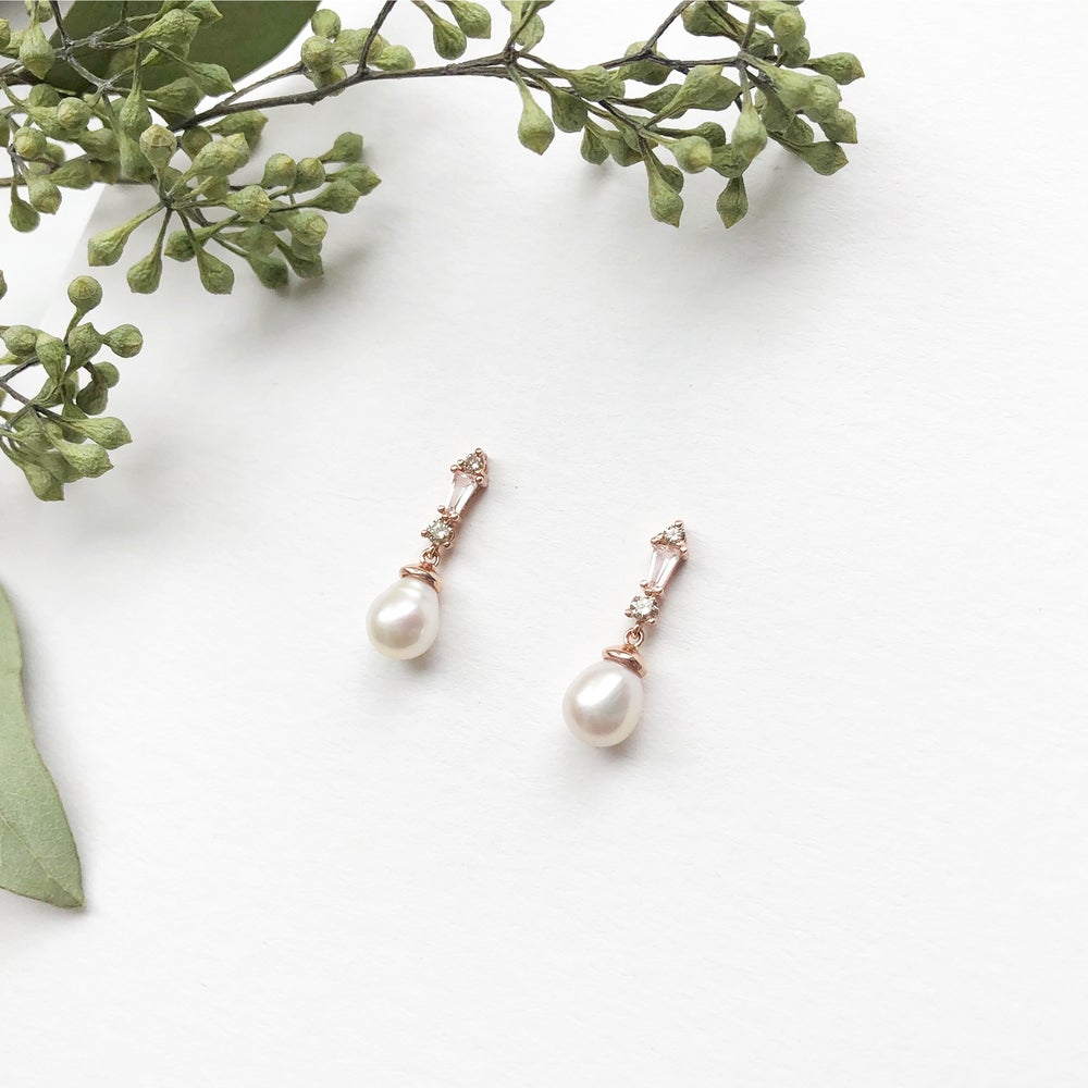 Image of Deco Pearl Drop Earring