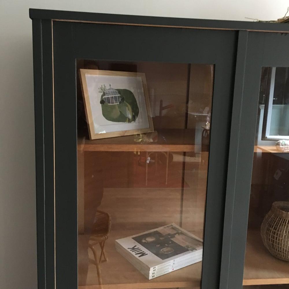 Image of Augustine, bibliothèque vitrée