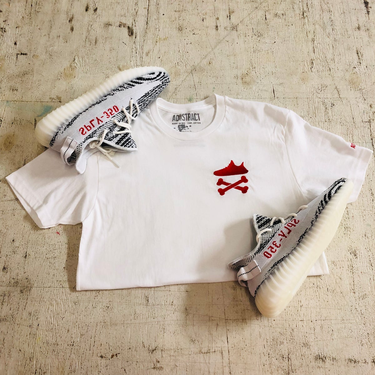 "Image of YEEZY CROSSBONES EMBROIDERY ""RED"" T-SHIRT"