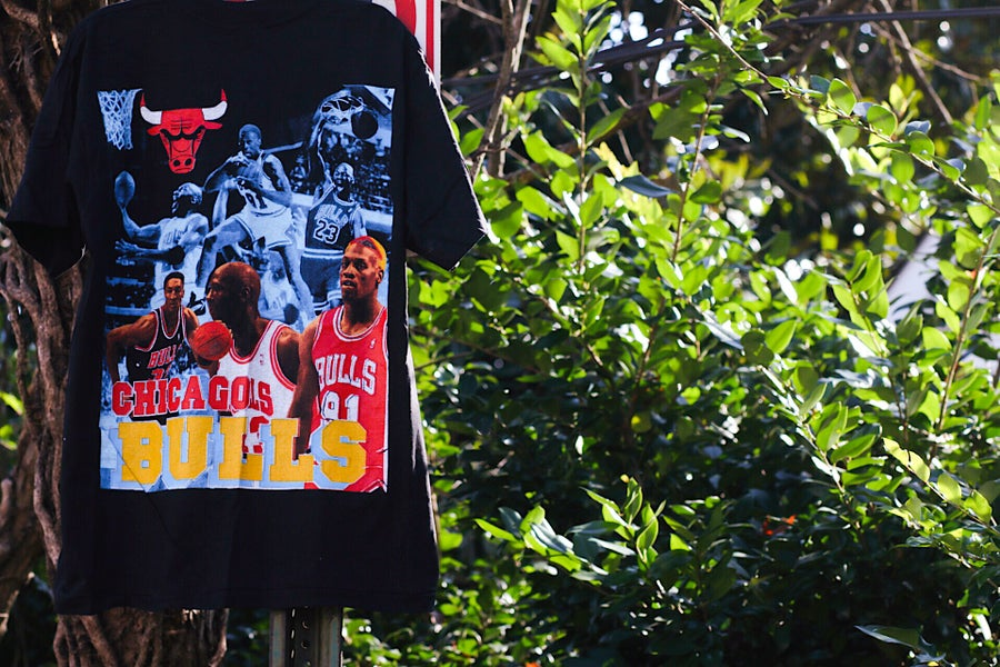 "Image of Rare 1996 Vintage ""CHICAGO BULLS 1996 NBA Champions"" Deadstock Double-Sided Rap Tee Size: XL"