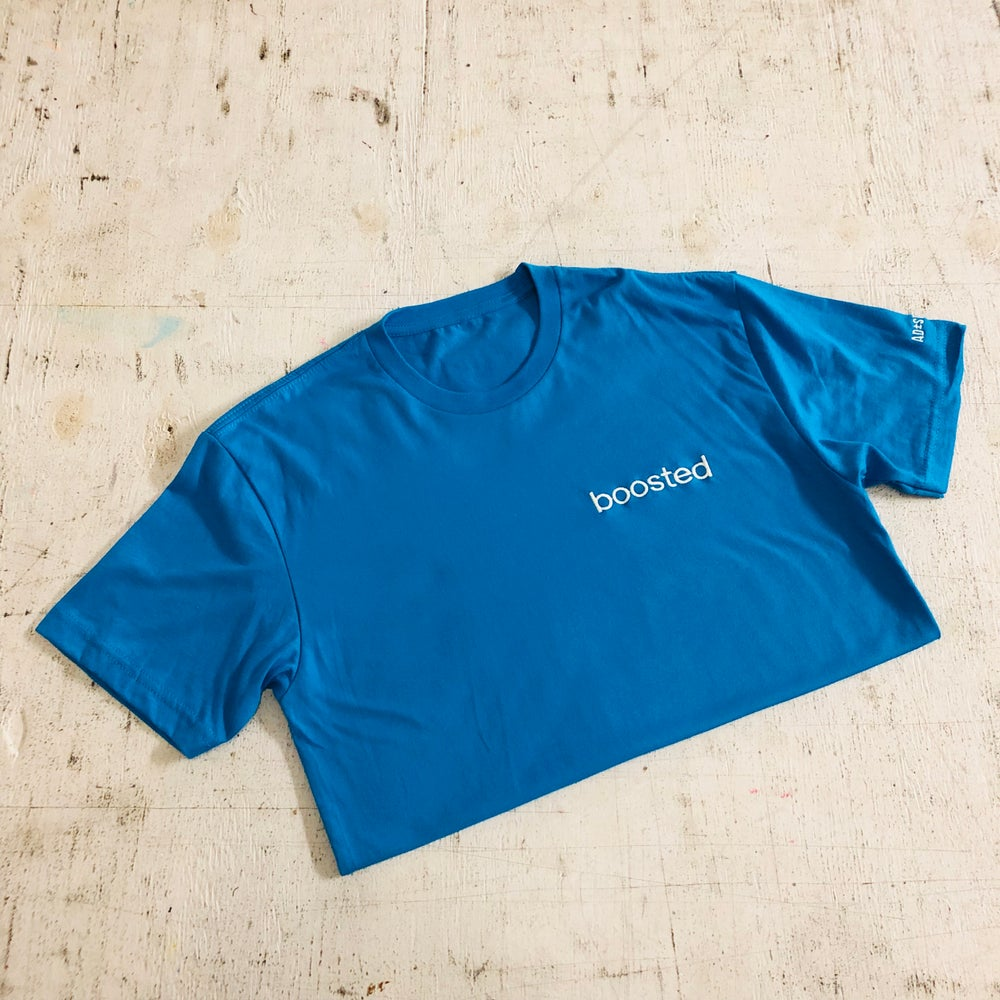 BOOSTED EMBROIDERY (WAVERUNNER COLORWAY W/ BUTTER EMBROIDERY) T-SHIRT