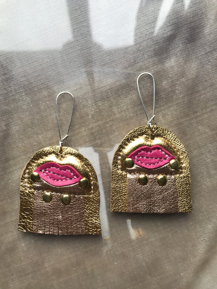 Image of OS gold and rose gold fuscia mouth