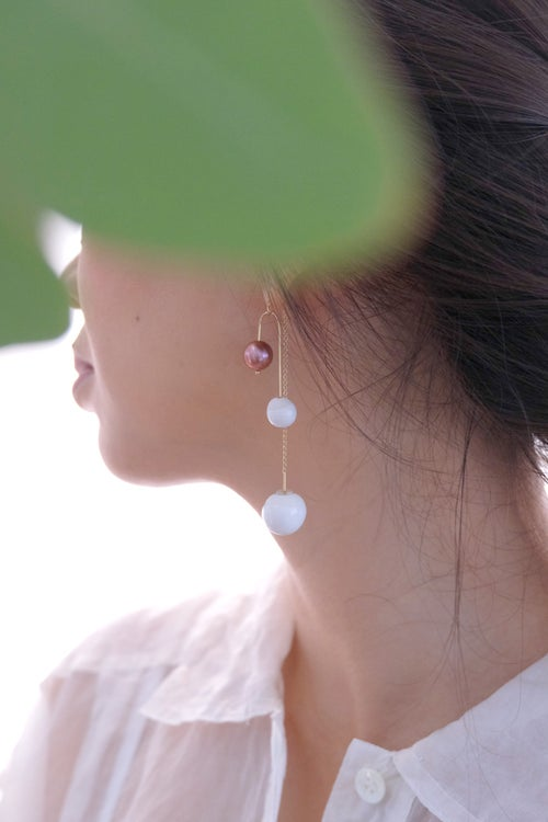 Image of pearl swing earring